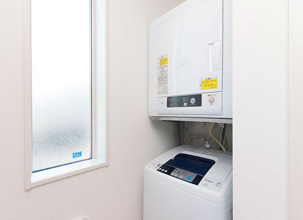 洗濯機・乾燥機(1階:洗濯機2台・乾燥機2台/2階:洗濯機1台・乾燥機1台)